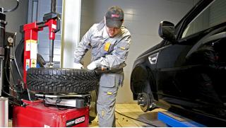 Купон на заправку кондиционера, шиномонтаж и балансировку четырех колес до R24 в «АвтоШинЦентр» и скидка 30% на хранение шин и дисков!