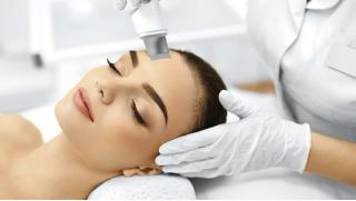 УЗ-чистка лица, 3D-лифтинг, 10-этапная чистка лица, пилинг или комбинированная чистка на выбор в Центре красоты «100лица»!