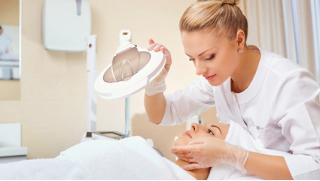 Сеансы инъекционной мезотерапии, пилинга и микротоковой терапии кожи головы в центре косметологии «Алтеро»! Скидка 81%!