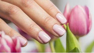 Купоны маникюр! Маникюр и педикюр, наращивание ногтей в сети салонов красоты «Диана»! Скидка до 70%!
