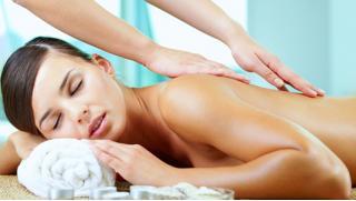 Волшебные руки! Скидка 83% на безлимитное посещение сеансов массажа на выбор в течение 1, 2 или 3 месяцев!