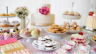 Купоны заказ торта в Москве! Фигурные десертные торты, капкейки, трайфлы, сувенирный шоколад и не только от компании Happy Time!