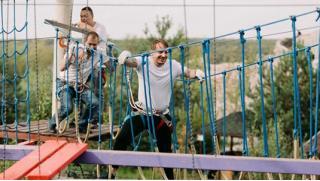 Посещение веревочного парка в Подмосковье для детей и взрослых от компании «Квадро-тур»! А еще спуск на троллее! Скидка 72%
