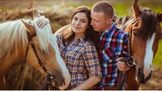 """Конный клуб """"Усадьба"""" в Марфино! Фотосессия с лошадью или конные прогулки в поле или лесу для одного и двоих! Скидка 68%!"""
