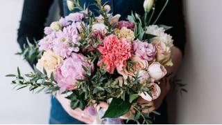 Цветы это всегда праздник! Букеты из роз, тюльпанов и гвоздик, а также цветочные композиции от компании TedFlowers!