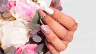 Скидки на маникюр в Москве! Маникюр и педикюр с выравниванием ногтей и покрытием гель-лаком в студии Art-Nail!